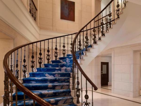 江苏某酒店原楼梯移位、新增电梯改造加固项目